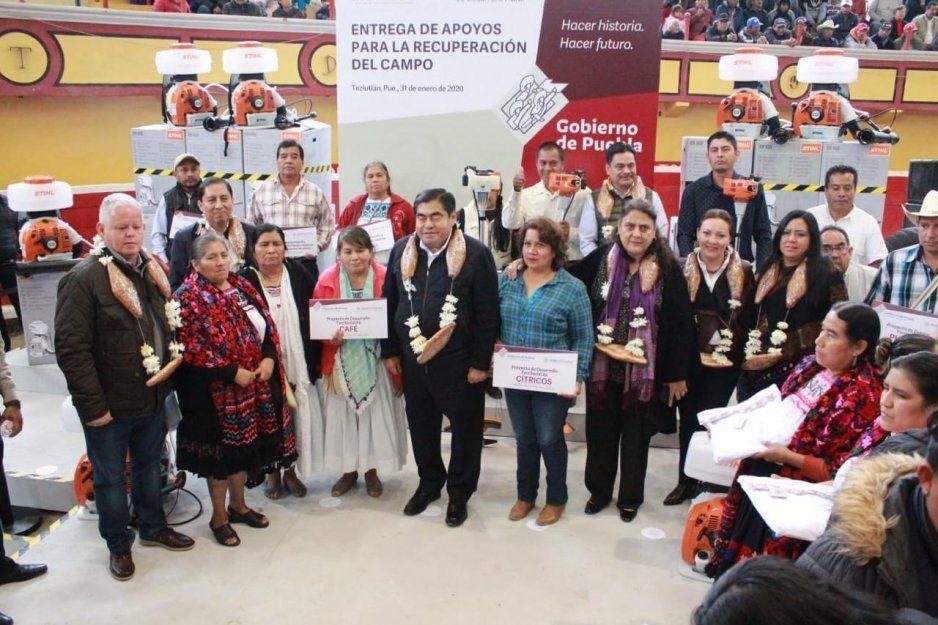 Recibe Carlos Peredo a gobernador Barbosa en Teziutlán; entregan apoyos a campesinos y anuncia avances de autopista