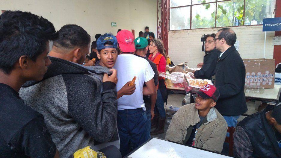 Poblanos discriminan a padres salvadoreños en instituciones legales y de salud