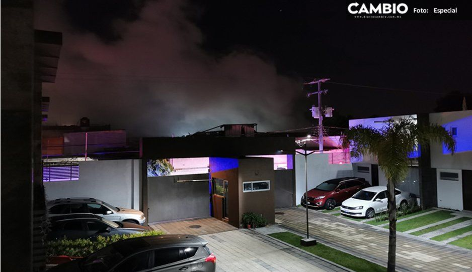 Incendio consume fábrica de muebles en San Pedro Cholula