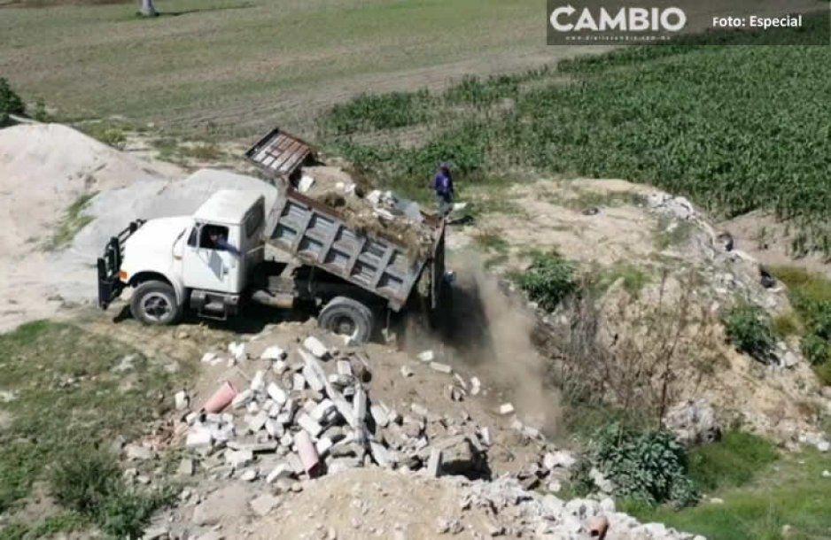 Descubren en la autopista México-Puebla un campo de cultivo que paso a ser relleno sanitario