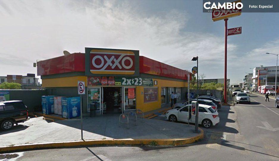 Asaltan a dos abogadas frente a Oxxo de San Andrés, transeúntes se quedan viendo