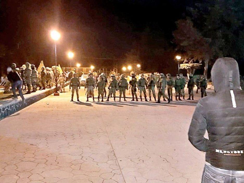 Huachicoleros retan a militares a que les disparen (VIDEO)