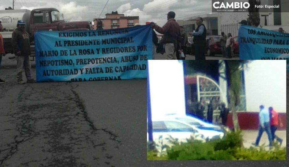Alcalde de Amozoc blinda la Presidencia con grupo de choque y policías armados