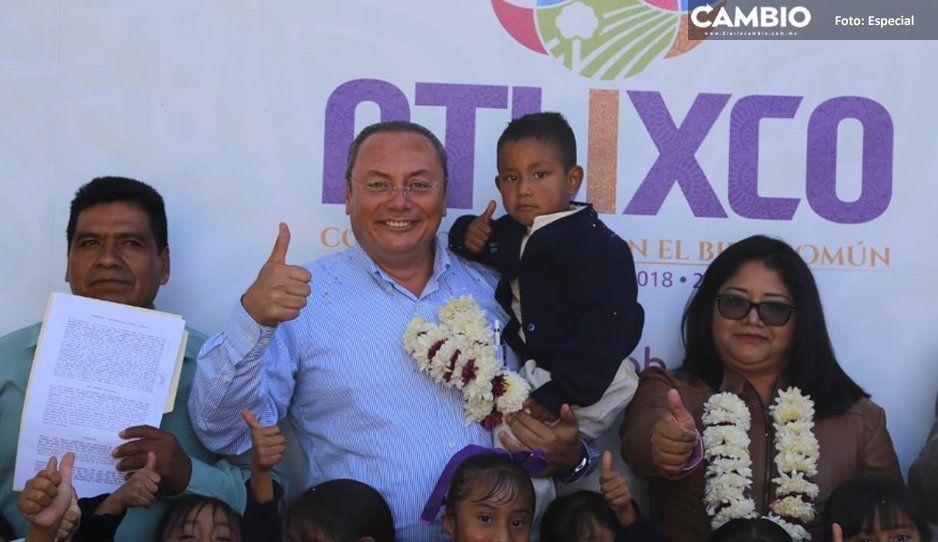 Guillermo Velázquez entrega donación de terreno  para la educación en San Juan Ocotepec, Atlixco