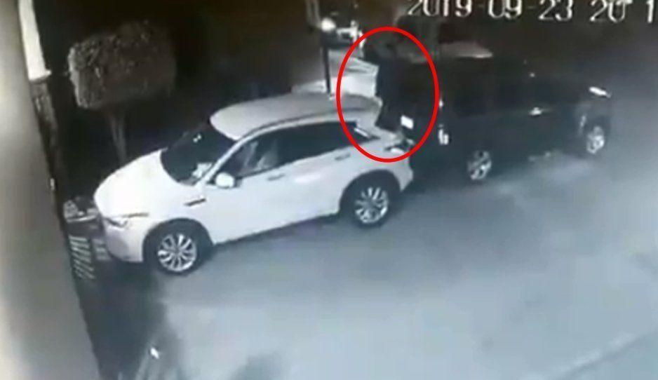 ¡No les importó que una cámara los estuviera grabando! Así roban llantas atrás de la Ibero (VIDEO)
