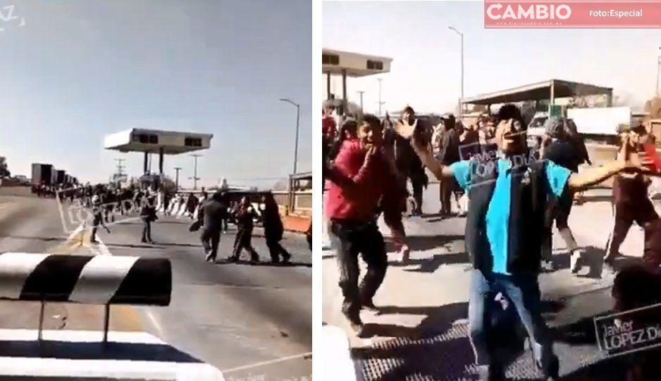 VIDEO: Peregrinos vandalizan caseta de Amozoc con tal de no pagar peaje
