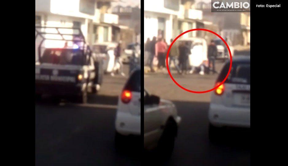 VIDEO: Se enfrentan mototaxistas y taxistas en Huejotzingo