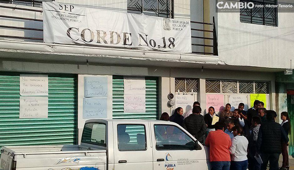 Manifestación de maestros en instalaciones de la Corde 18 en Texmelucan