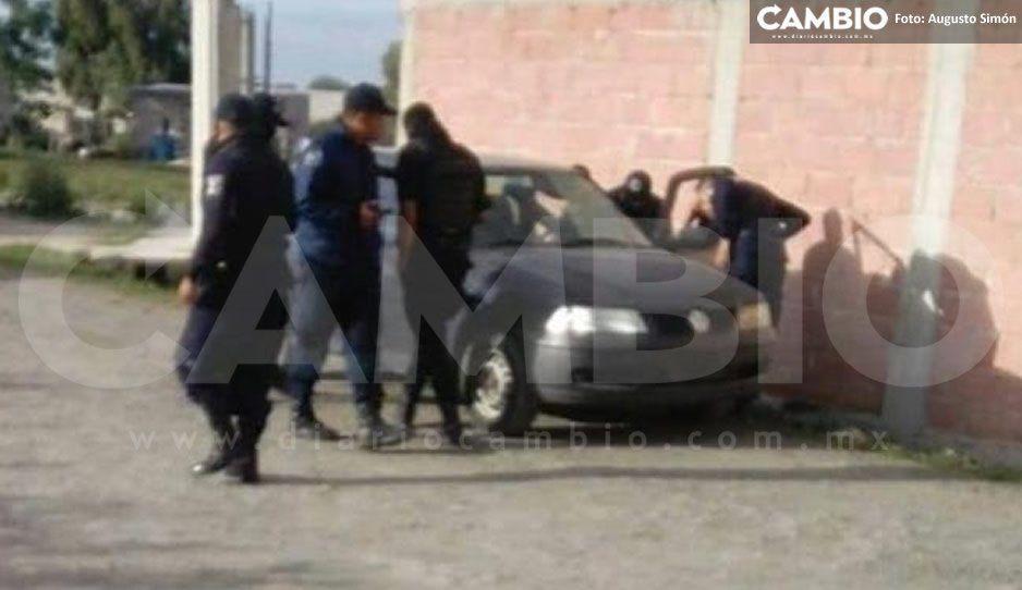Ejecutan a automovilista en Los Reyes de Juárez, lo encontraron dentro de su Pointer gris