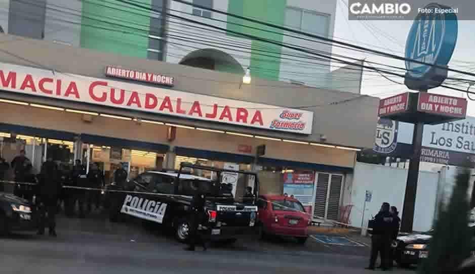 Detienen a tres sujetos tras asaltar sucursal de Farmacias Guadalajara en el centro de Zacatlán