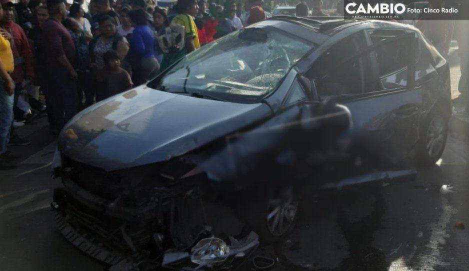 ¡Se la partieron toda! Tremendo impacto entre León y camioneta Nissan en el Bulevar 5 de Mayo (FOTOS)