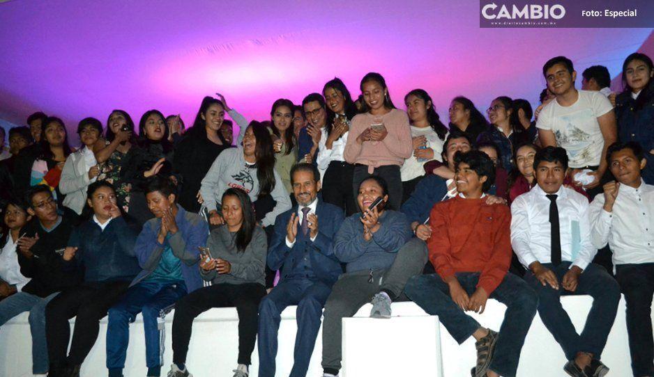 Alfonso Esparza se reúne con Antorchistas en Casa del Estudiante 'Hermanos Serdán'