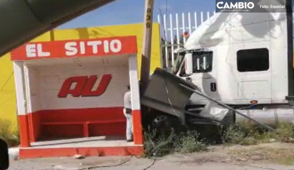 Ladrones chocan tráiler robado en la Federal Puebla- Tehuacán
