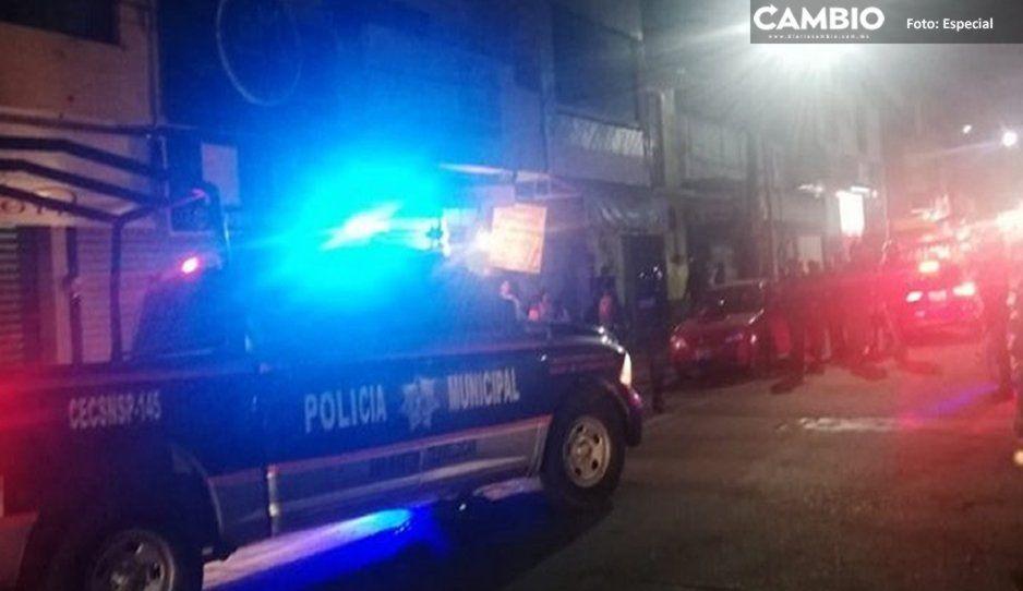 Auto embiste puesto de tacos y deja varios lesionados en Texmelucan