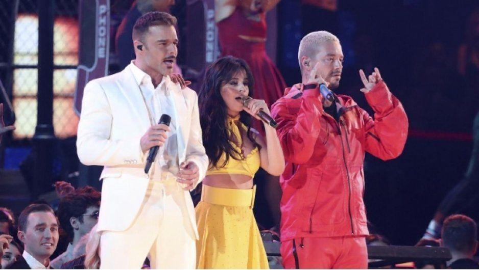 Camila Cabello, Ricky Martin y J Balvin, inician los Grammy 2019 con gran show