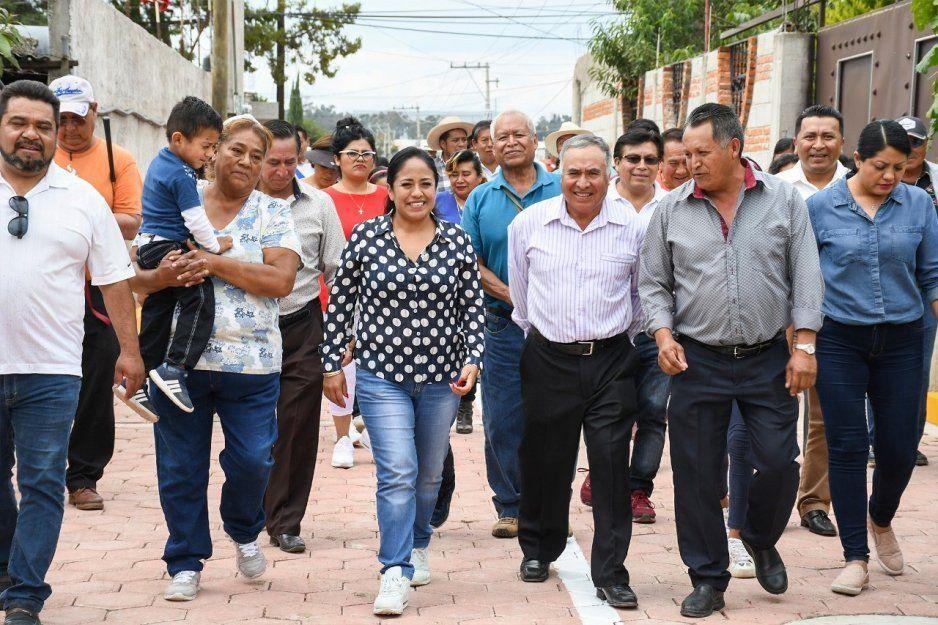 Lupita Daniel arranca trabajos de pavimentación en Cuautlancingo