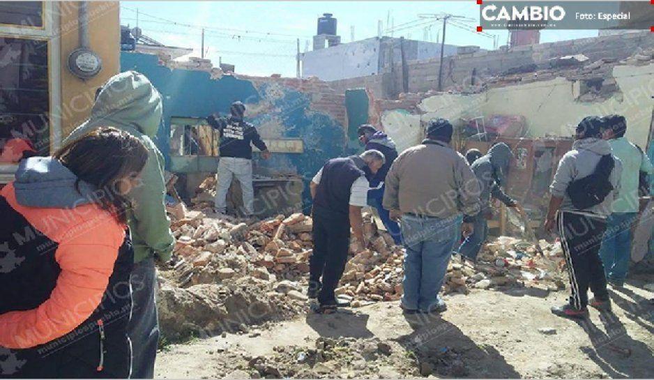 Explota cilindro de gas y derrumba casa en Libres; hay seis lesionados