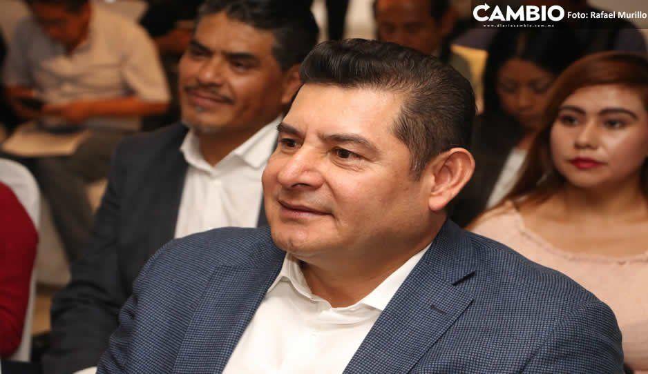 Armenta vuelve a la carga, trae a Puebla a rival de Yeidckol para atacar a Barbosa