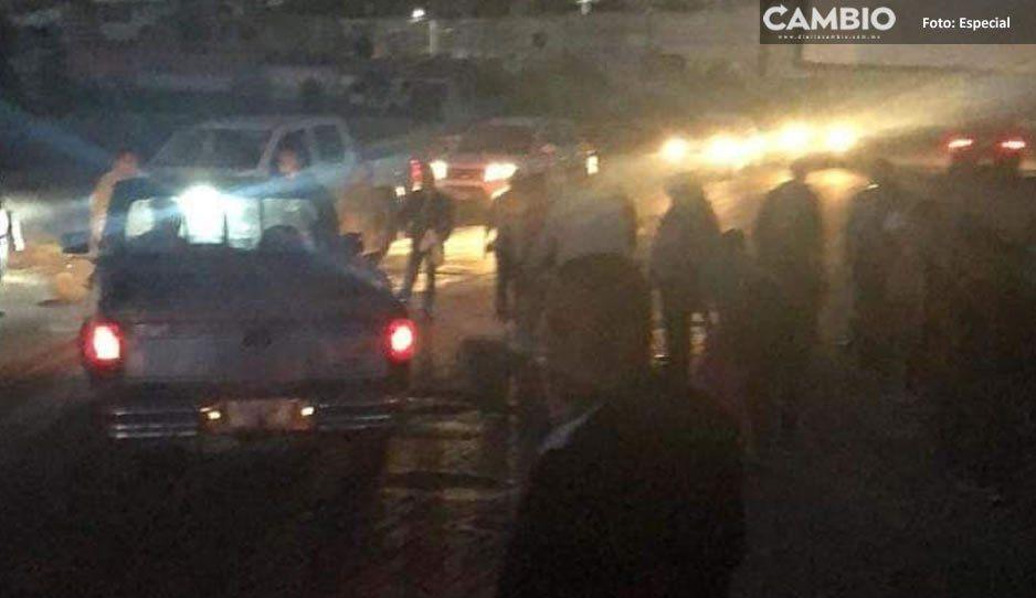Pobladores del Almecatla intentan linchar al edil, lo acusan de vender los pozos de agua