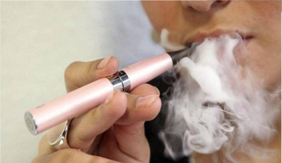 Humo de cigarro electrónico causa cáncer de pulmón en ratones