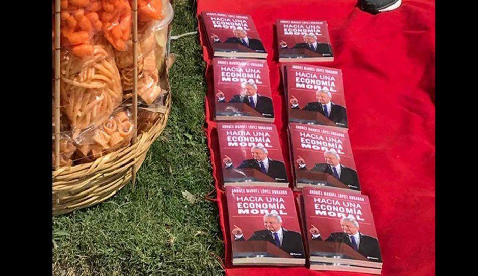 ¡Aunque no lo creas! Revenden nuevo libro de AMLO en 350 pesos en mítines