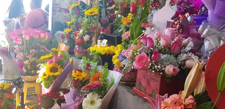 En San Valentín los Tehuacaneros buscan lo más económico, las rosas rojas son la opción más buscada