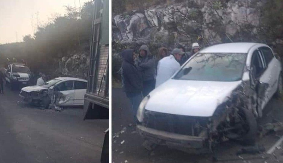 Se destroza automóvil en accidente en la carretera Molcaxac-Tepexi