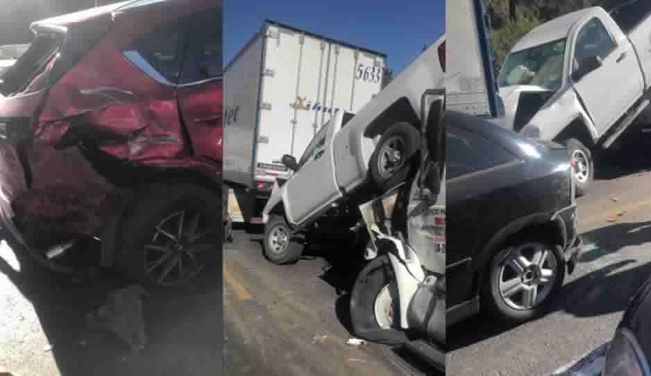 Carambola en la México-Puebla al menos siete coches involucrados
