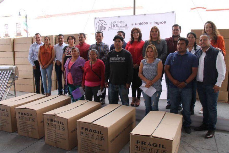 Beneficia gobierno de San Pedro Cholula a 230 familias con calentadores solares