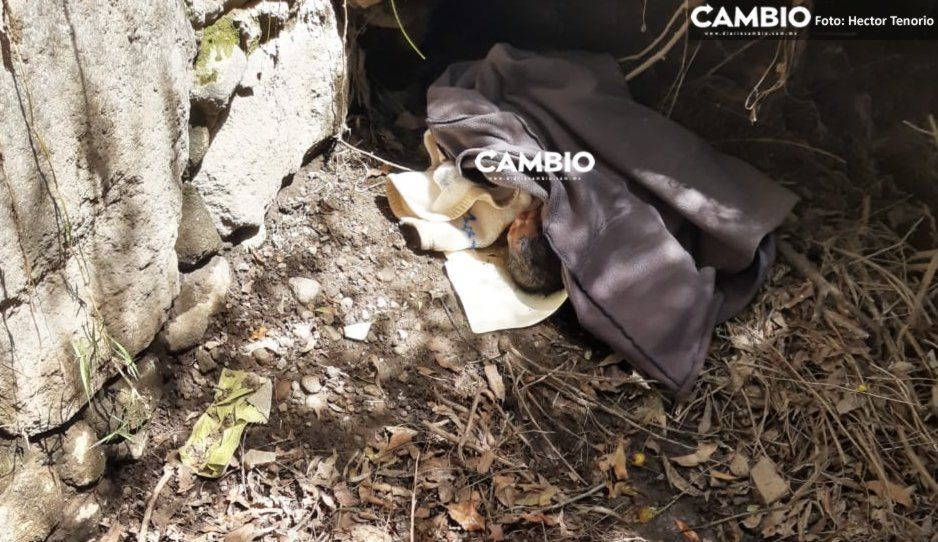 Padres desalmados abandonan bebita en un caño de Texmelucan, todavía tenía el cordón umbilical
