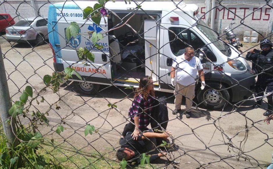 Detención termino en golpes entre policías y agentes de investigación  en Texmelucan