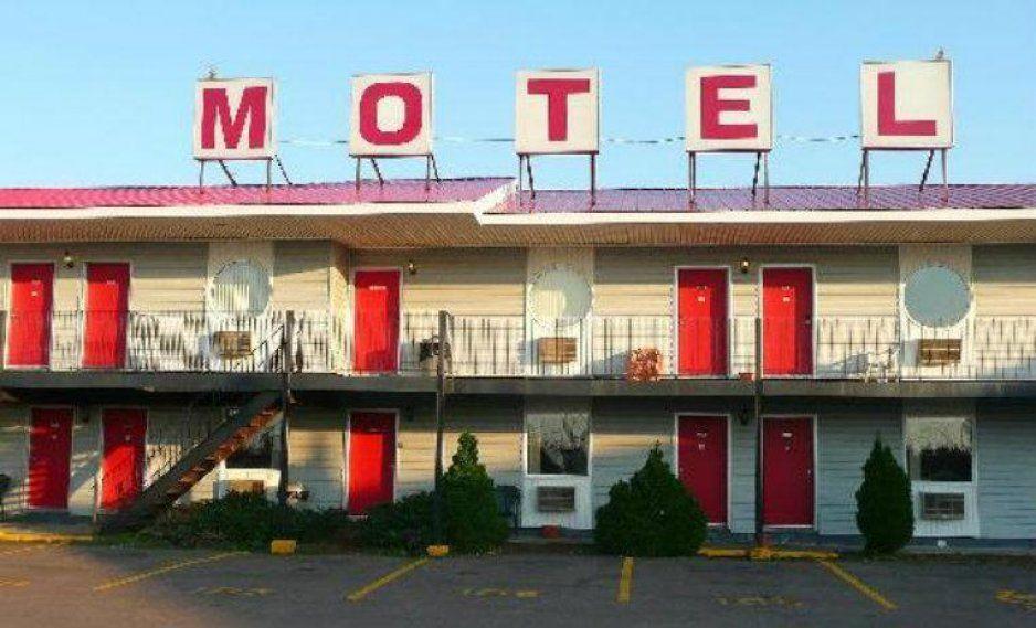 ¿Quieres ser Pornstar? Motel cobra 19 pesitos si aceptas transmitir tu estancia en YouTube (FOTOS)