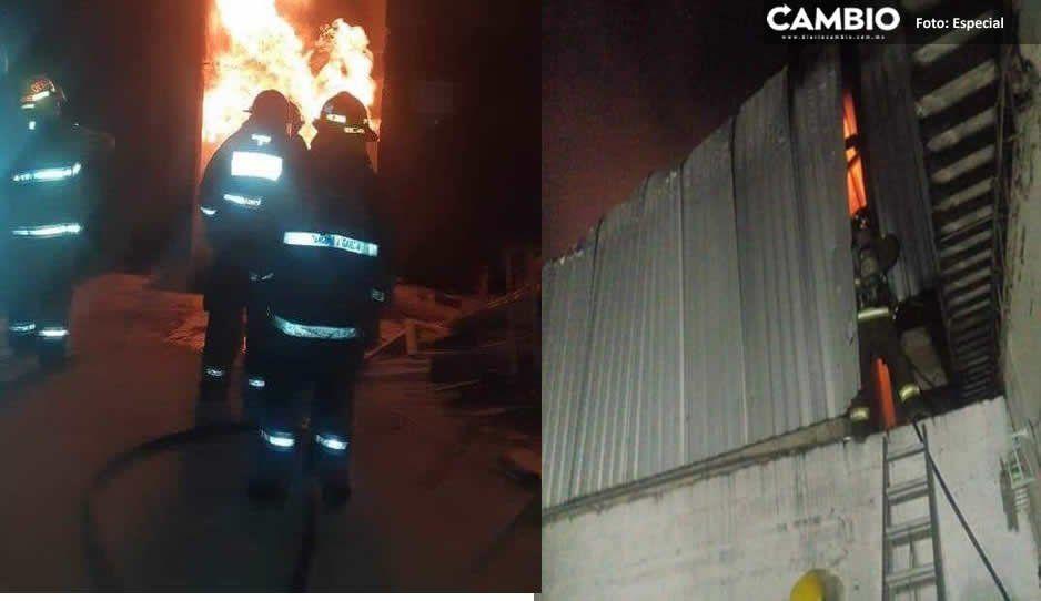 Se incendia mueblería en San Pedro Cholula; solo hay daños materiales