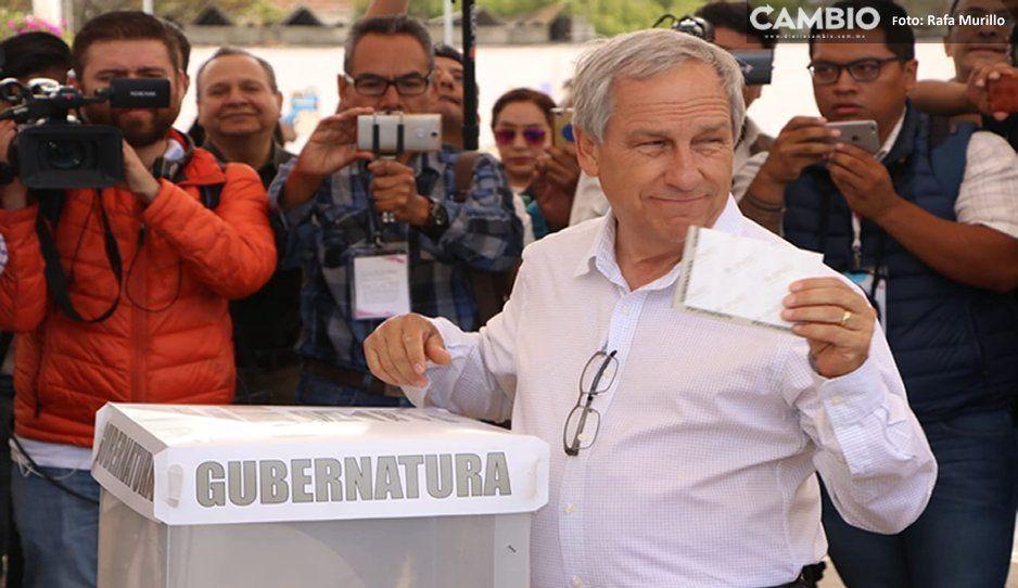 Cárdenas vota en Cholula, se niega a responder si acatará los resultados de la elección