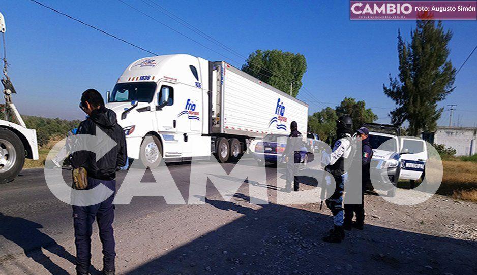 Roban tráiler cargado de carne en la federal a Tehuacán y lo recuperan en Tochtepec
