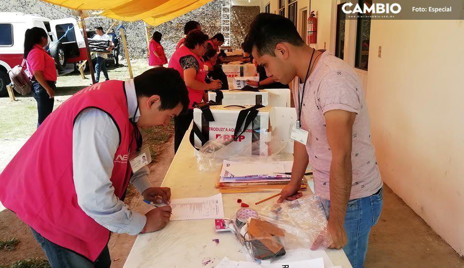 Inicia entrega de paquetes electorales a funcionarios de casillas en Mazapiltepec de Juárez