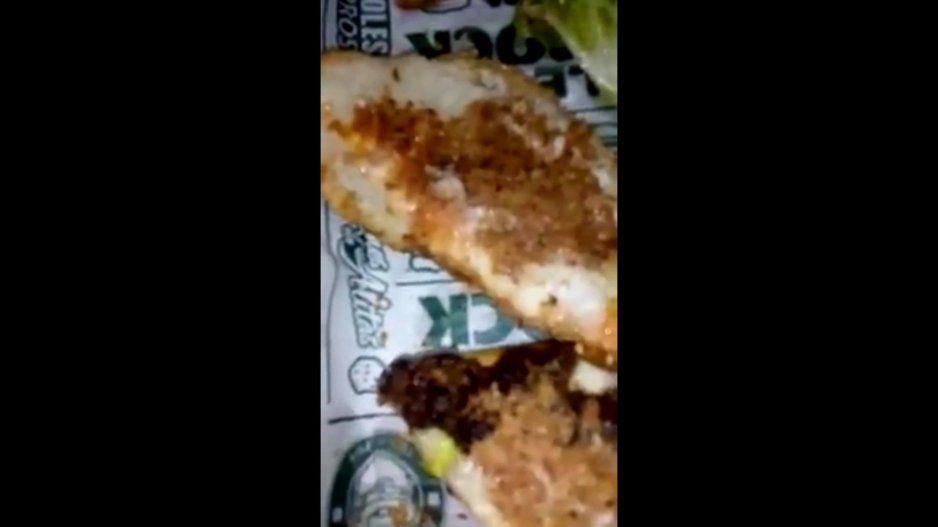 ¡Qué asco! Encuentran gusanos en las hamburguesas de McCarthy´s (VIDEO)