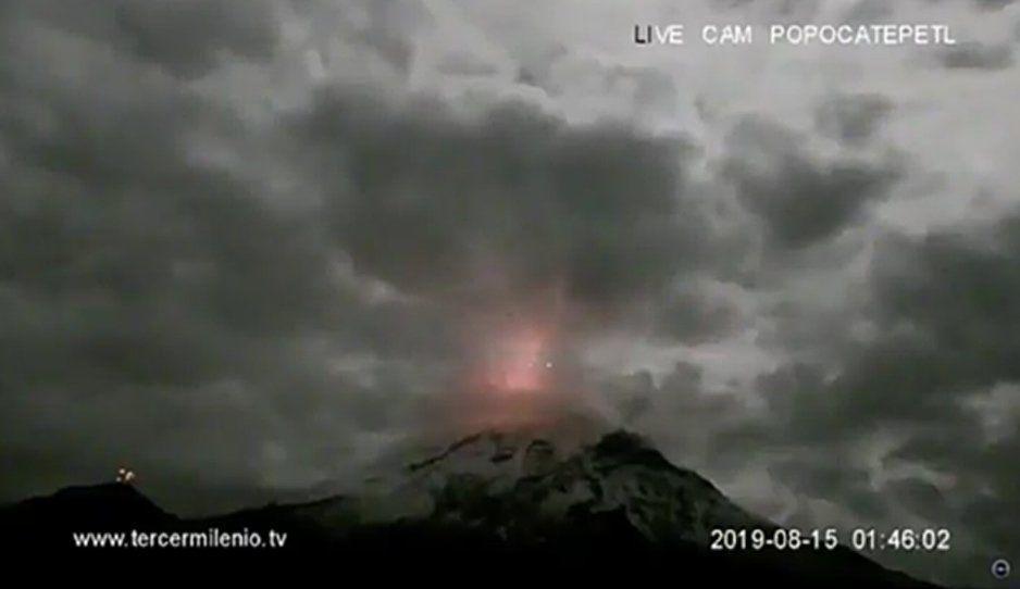 Amanece el Popocatépetl con explosión y emisión ceniza (VIDEO)