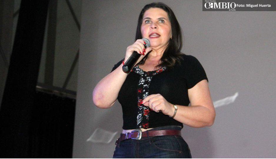 """Norma Layón Aarún llama """"huevones""""  a ex ediles de San Martín Texmelucan"""