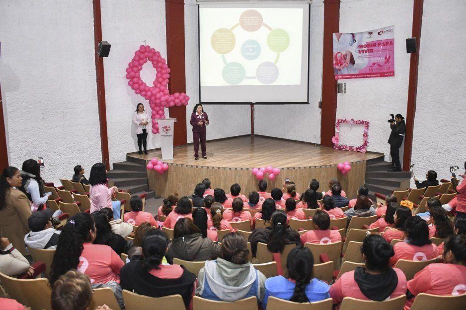 Llaman a mujeres de Cuautlancingo a autoexplorarse para prevenir cáncer de mama