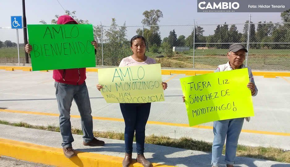 Pobladores de Moyotzingo desconocen a edil interino nombrado por Norma Layón