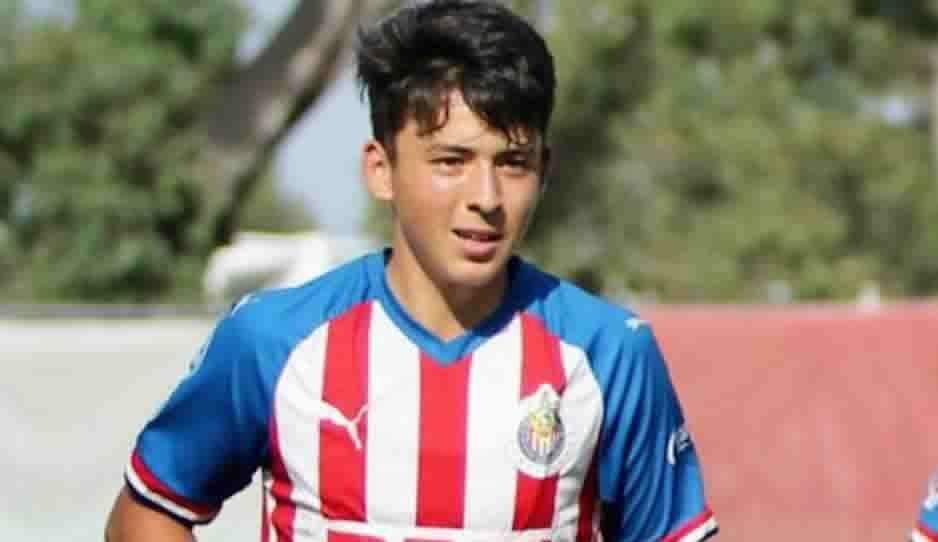 Sobrino de Carlos Vela sorprende con golazo en Chivas Sub-15 (VIDEO)