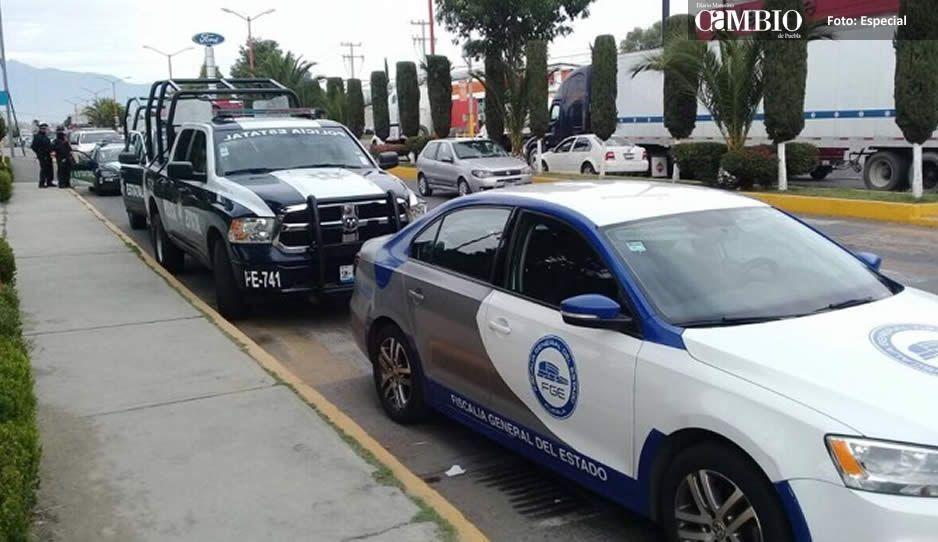 Aseguran tres vehículos tras cateo en predio de Texmelucan