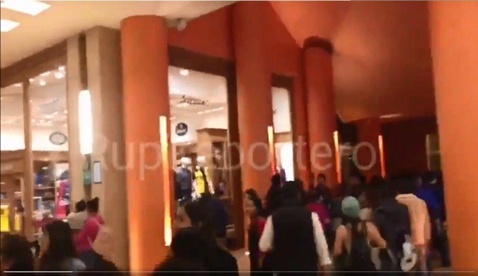 Tiembla en Oaxaca y alerta sísmica llega hasta Angelópolis, poblanos salen corriendo (VIDEO)