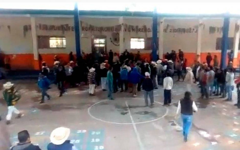 Indígenas toman alcaldía de Zapotitlán