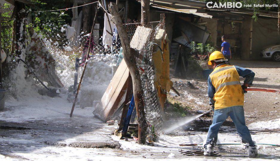 Nube asesina invade la Reforma Sur tras descarga clandestina de jabón