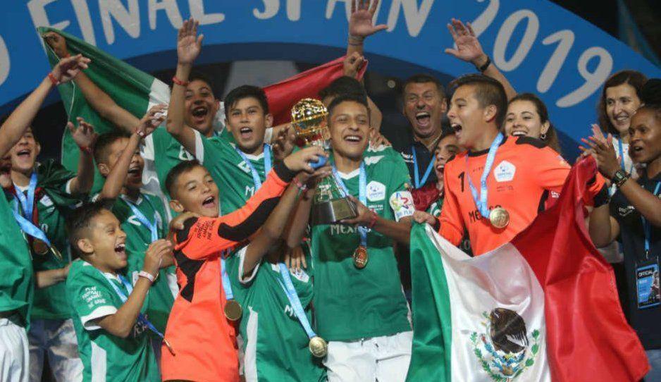 Hijo de Paul Delgadillo deslumbra con Chivas sub 13 en la Copa de Naciones Danone