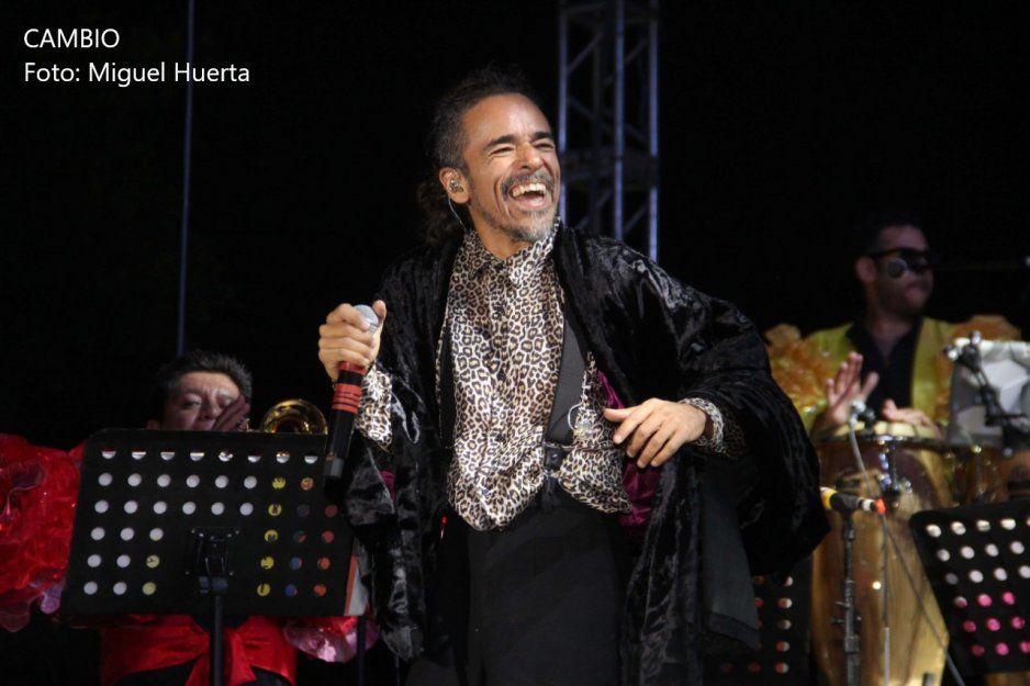 Vocalista de Café Tacuba cierra festival 5 de mayo ante poca asistencia en el Paseo Bravo