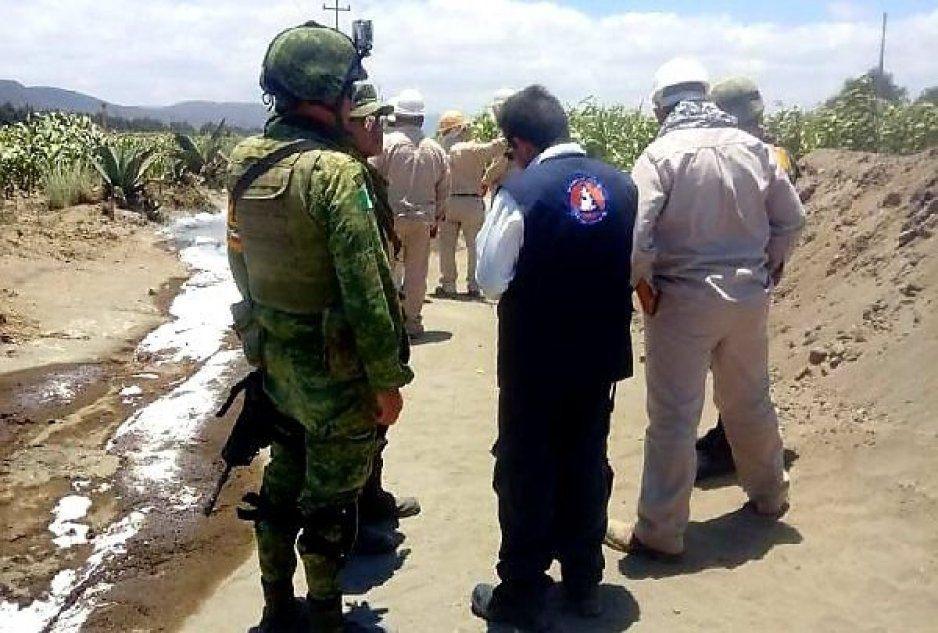 Controlan fuga de combustible que invadió cauce de agua en Amozoc