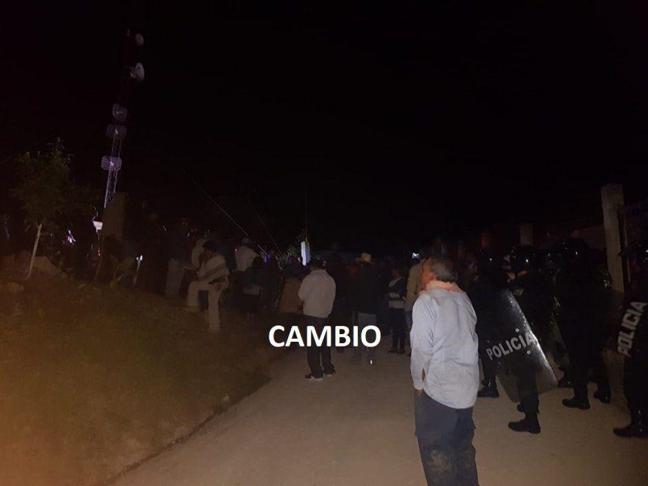 Intentan linchar quemando vivo a presunto ladrón de ganado bovino en Tlatlauquitepec (FOTOS)